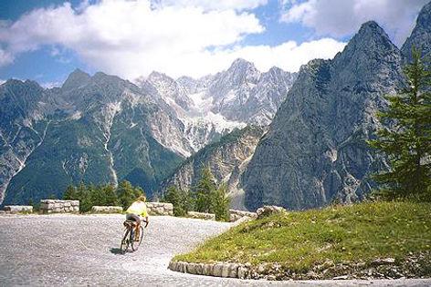Vrsis Pass Slovenia.jpg