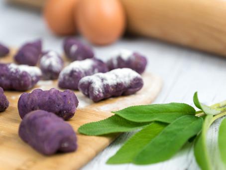 Gnocchis violets au beurre de sauge