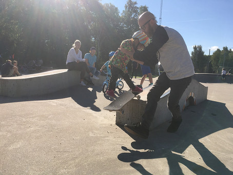 Skateboarding is fun! Our 5 best tips and reasons for riding with your kids.