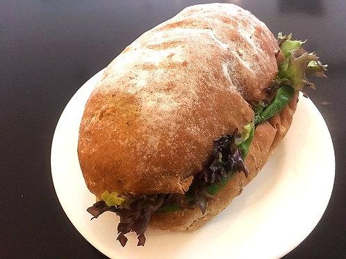 ツナ+アボカドのサンドウィッチ