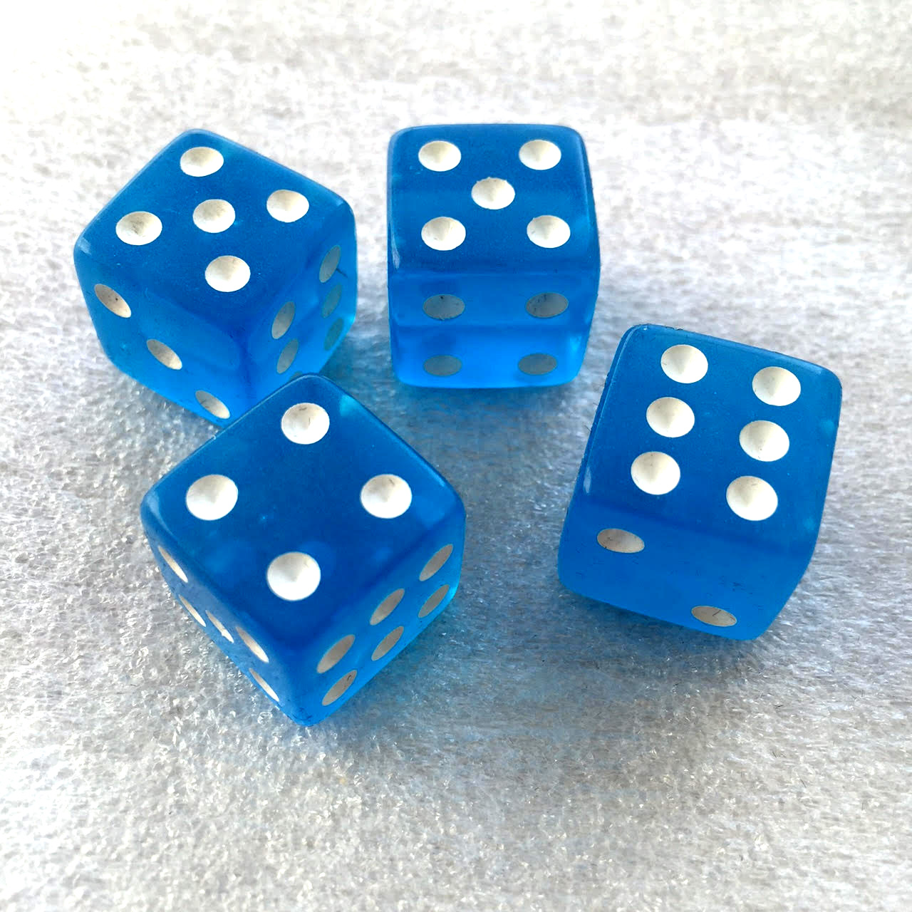 Blue dice (x4 in the basic bag).