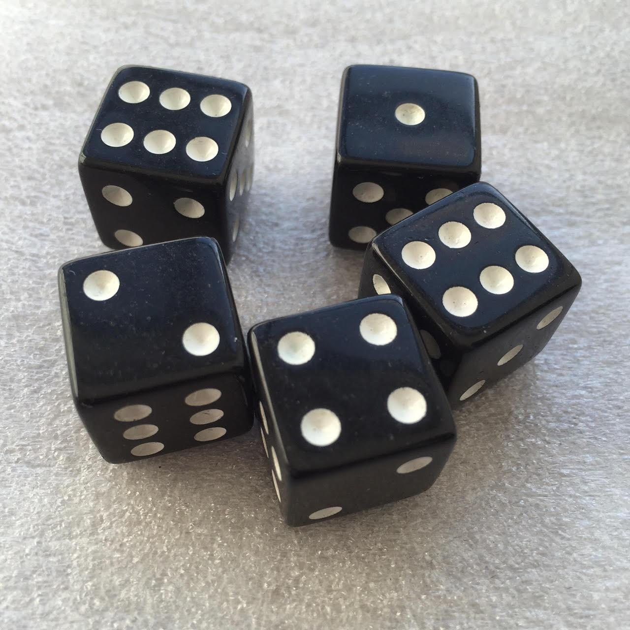 Black dice (x5 in the basic bag).