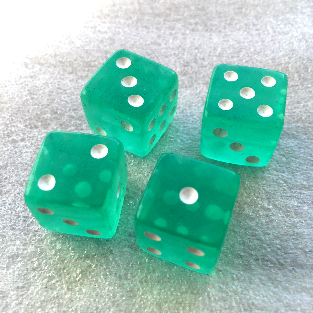 Green dice (x4 in the basic bag).