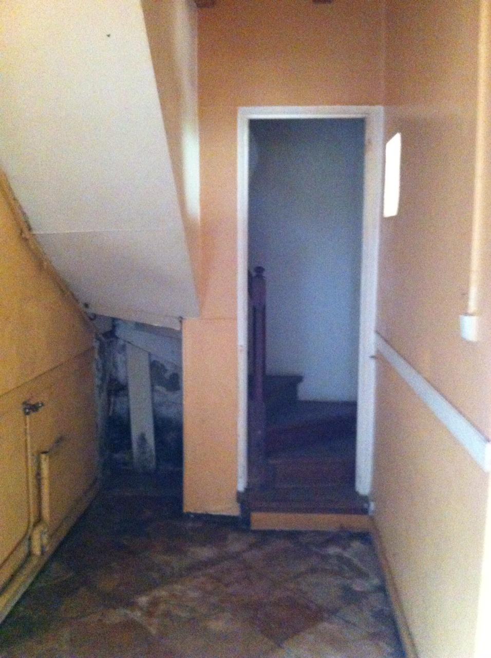 Couloir de l'escalier avant travaux