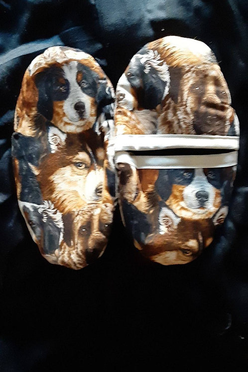 Small oven mittens with dogs