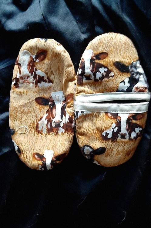 Oven mittens with cows