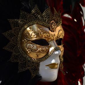 Maska – fasada, narzędzie czy ochrona siebie?