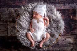 Bébé dans panier