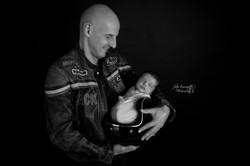 Photo de bébé dans casque moto