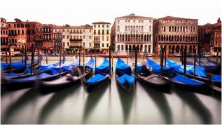 10005 Gondeln in Venedig 2.jpg