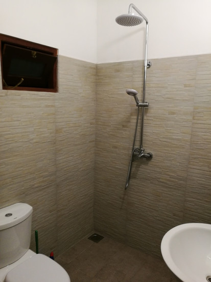 Bathroom, rooms 6 and 7