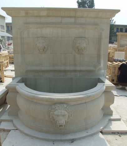 Wandbrunnen mit 3 Löwenköpfen