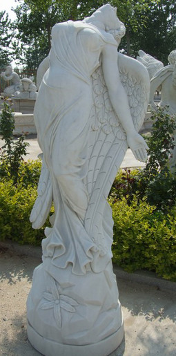 Engel zurückbeugend