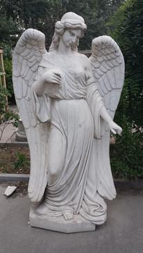 Engel zeigend
