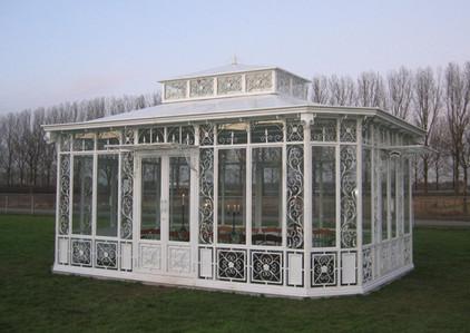 Orangerie mit geschlossenem Metalldach