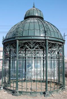 Pavillon aus Eisen, verziert.jpg