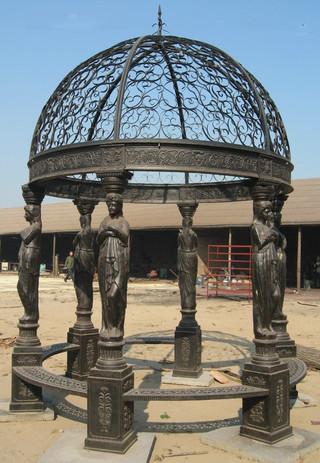 Pavillon mit Statuen