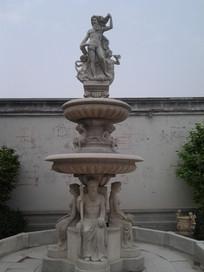 Poseidonbrunnen mit Statuen