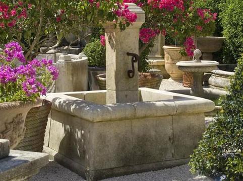 Marktbrunnen quadratisches Becken