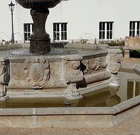 Oktagonales Brunnenbecken