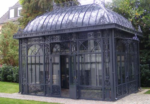 Orangerie mit Dachornamentik.j