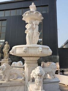 Marmorbrunnen mit Löwen