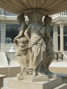 Brunnen mit Frauen
