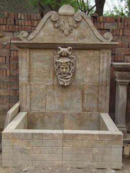 Wandbrunnen mit Medusa
