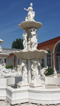 Brunnen mit Statuen