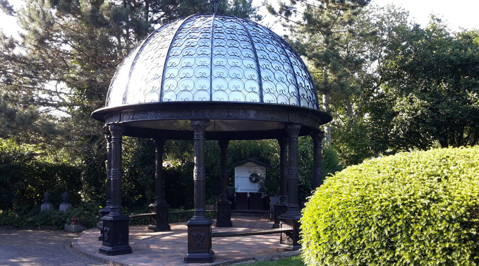 Pavillon aus Gusseisen mit Dach