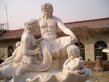 Brunnen mit Statuenpärchen