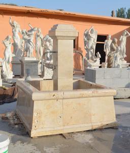 Marktbrunnen aus Travertine