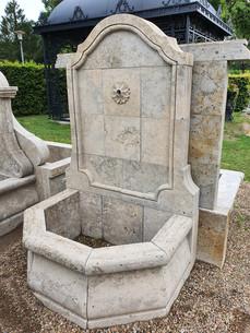 Wandbrunnen mit Becken