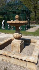 Becken mit Wasserschale