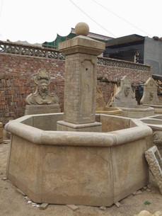 Marktbrunnen hohes Becken