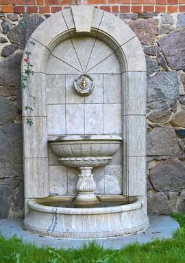 Wandbrunnen mit Überlaufbecken