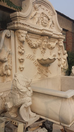 Wandbrunnen mit Löwen