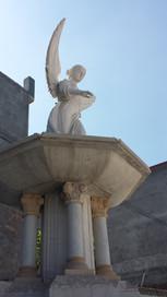 Brunnen mit Engel