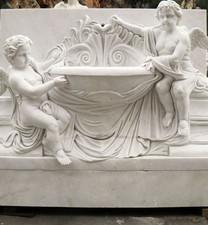 Wandbrunnen mit Engeln und Schale