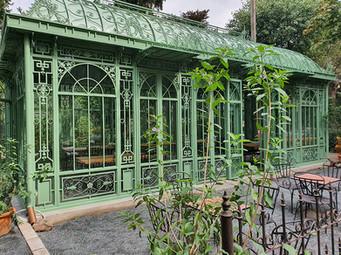 Orangerie mit hohen Türen.jpg