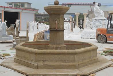 Marktbrunnen mit Bodenplatten