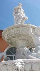 Brunnen mit Putten und Löwen