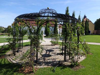 Pavillon aus Stahlrahmen