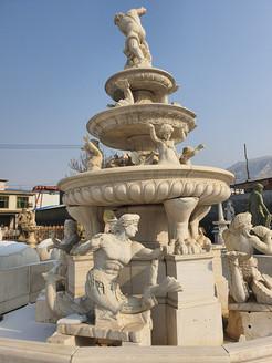 Brunnen mit 3 Schalenebenen