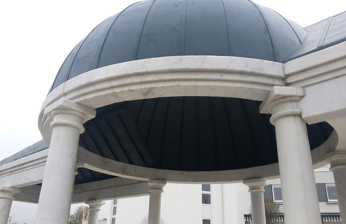 Marmorpavillon mit Dach