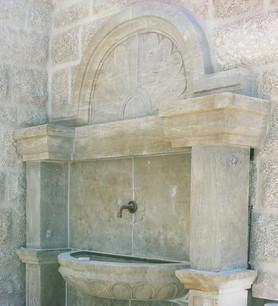Wandbrunnen mit Muschel