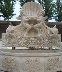 Wandbrunnen mit Engeln