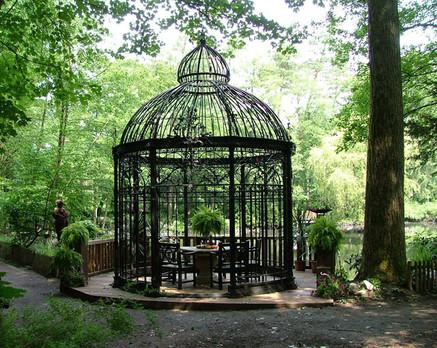 Pavillon mit Zwiebelspitze