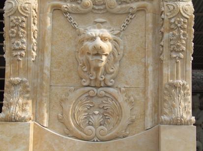 Wandbrunnen mit Löwenkopf