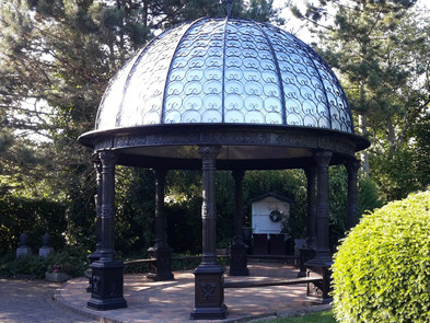 Pavillons aus Gusseisen mit Dach